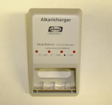 das ladeger t alkaricharger l dt ihre normalen alkali batterien wieder auf nat rlich auch f r. Black Bedroom Furniture Sets. Home Design Ideas